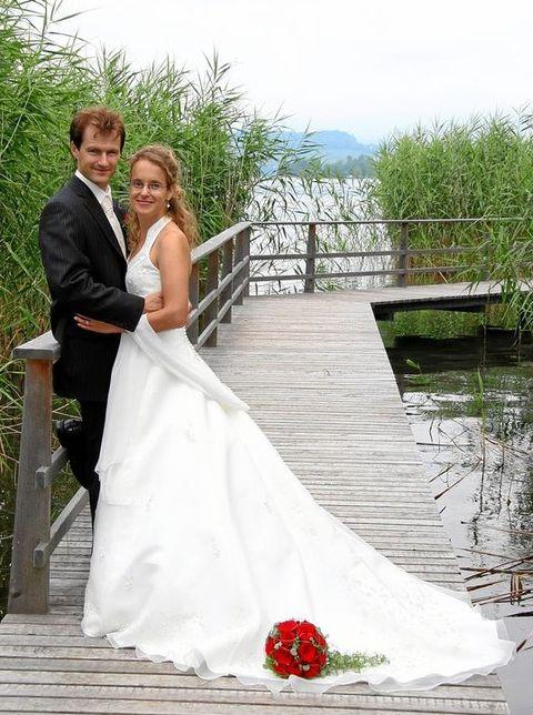 Region Altendorf SZ: gebrauchtes Brautkleid/Festkleid \